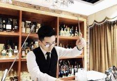 <b>【新生故事】汪梓旭:比起清晨 深夜的酒更令人暖心</b>
