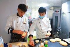 【创业学员】姚伟龙:毕业协助创业,我的烘焙梦想落地开花!